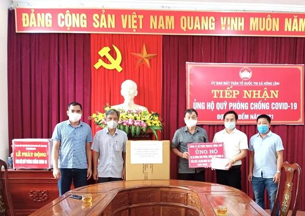 Công ty cổ phần Vinatex Hồng Lĩnh ủng hộ 30 triệu đồng và 2.000 khẩu trang vải kháng khuẩn phòng chống Covid-19